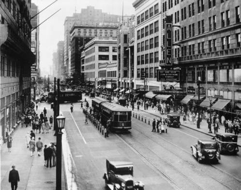 Playhouse_Square_during_the_day_in_1928