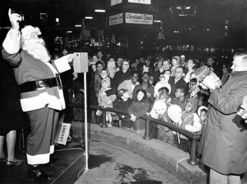 Santa_Claus_at_Public_Square